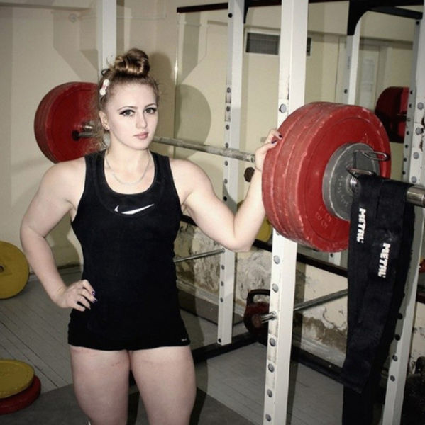 Julia-powerlifter-girl
